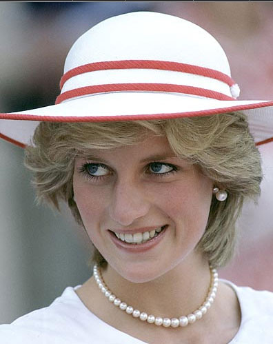 bulimia and lady diana Princess diana's close friends reveal she was 'fading away physically' after her broken marriage triggered a battle with bulimia james colthurst and anne.
