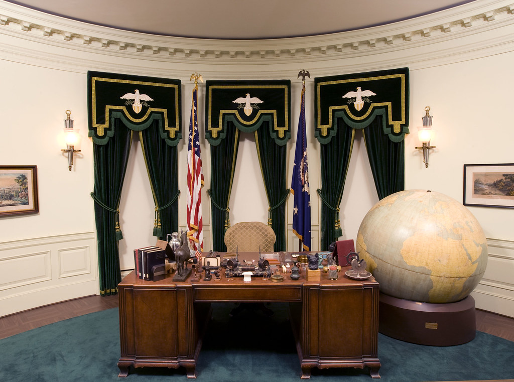 Fdr S Oval Office Desk Over 100 000 People A Year Visit