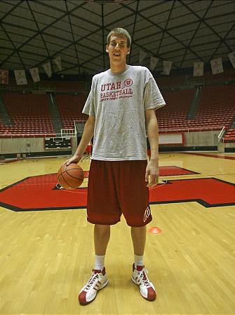 Tall basketball player | hugefeet67 | Flickr