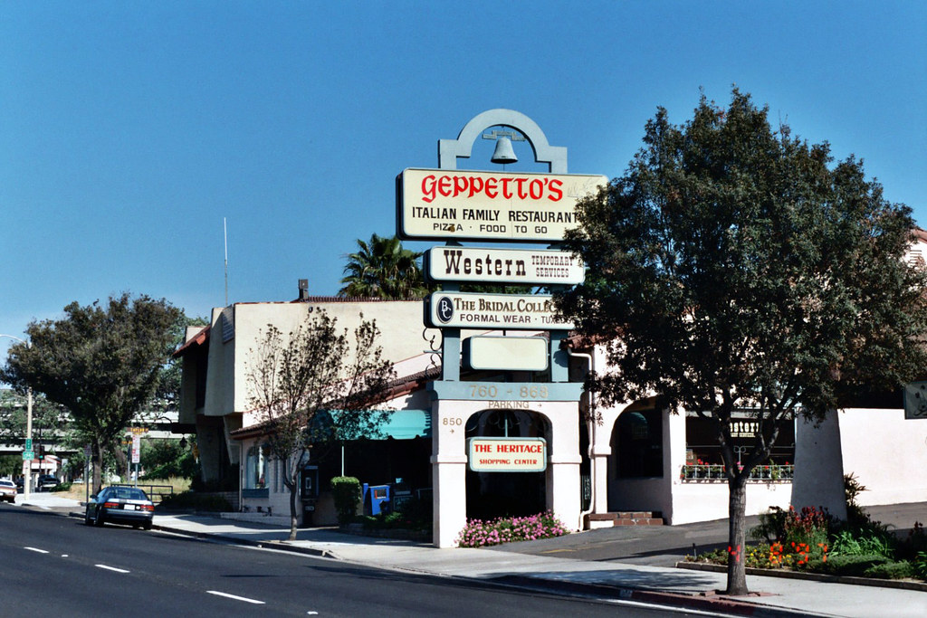 Geppettos Italian Family Restaurant The Sign For Geppetto Flickr