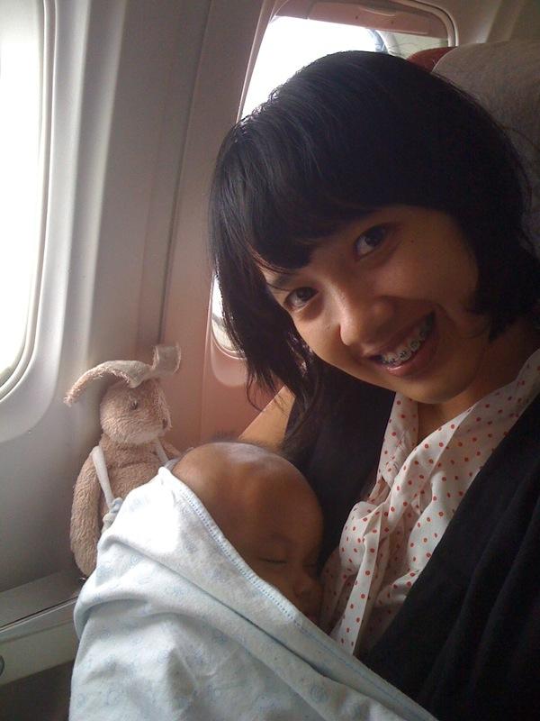 On the plane, otw to pekanbaru yesterday. Wortel, Melon, and Mum @almaviva #pulkam