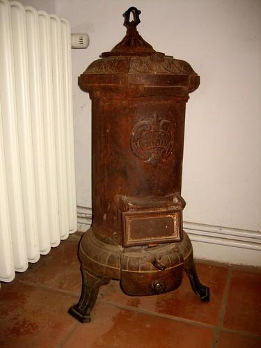 Estufa de hierro colado antigua guadalupe cervilla flickr for Hierro colado