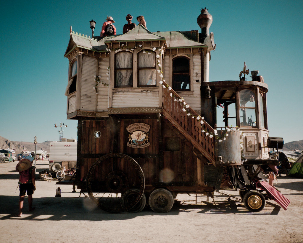 Steampunk house charlietran flickr - The house on four wheels ...