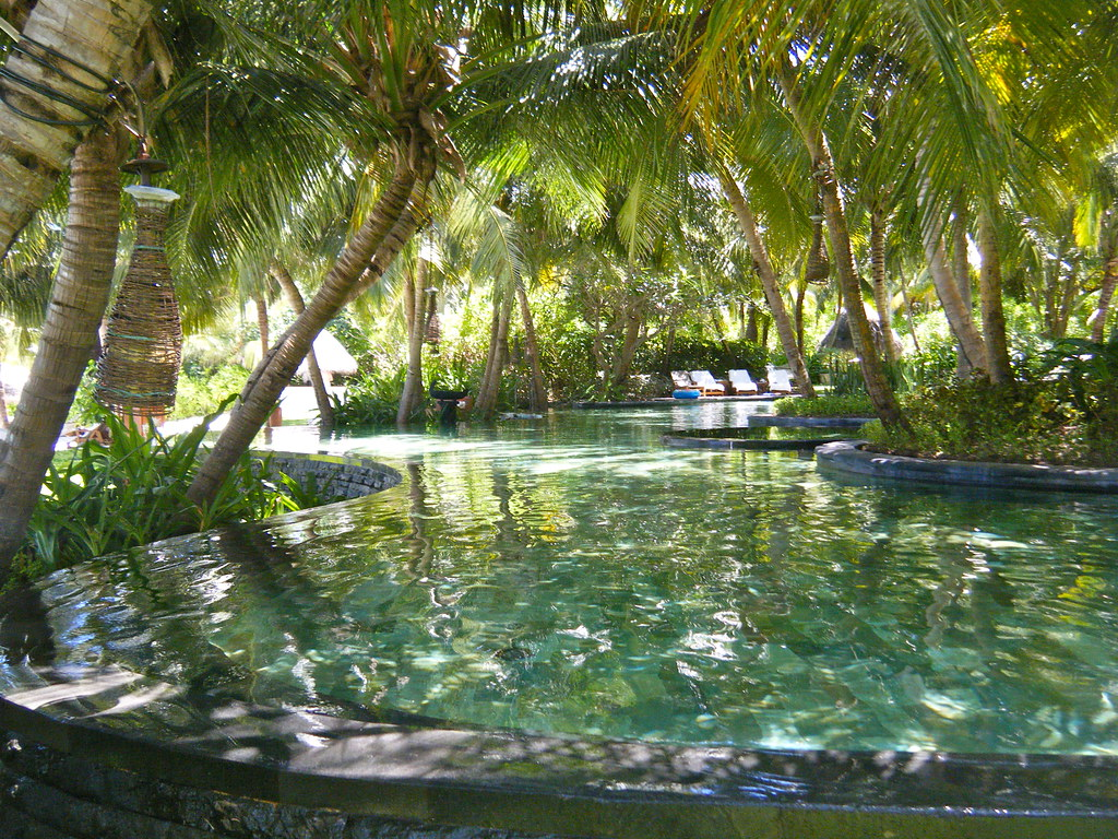 Swimming pool the one only resort reethi rah maldives for Swimmingpool selbstaufstellend