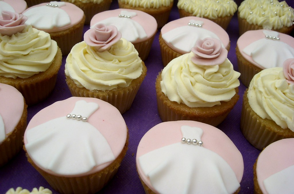 bridal shower cupcakes by frostbite bakery