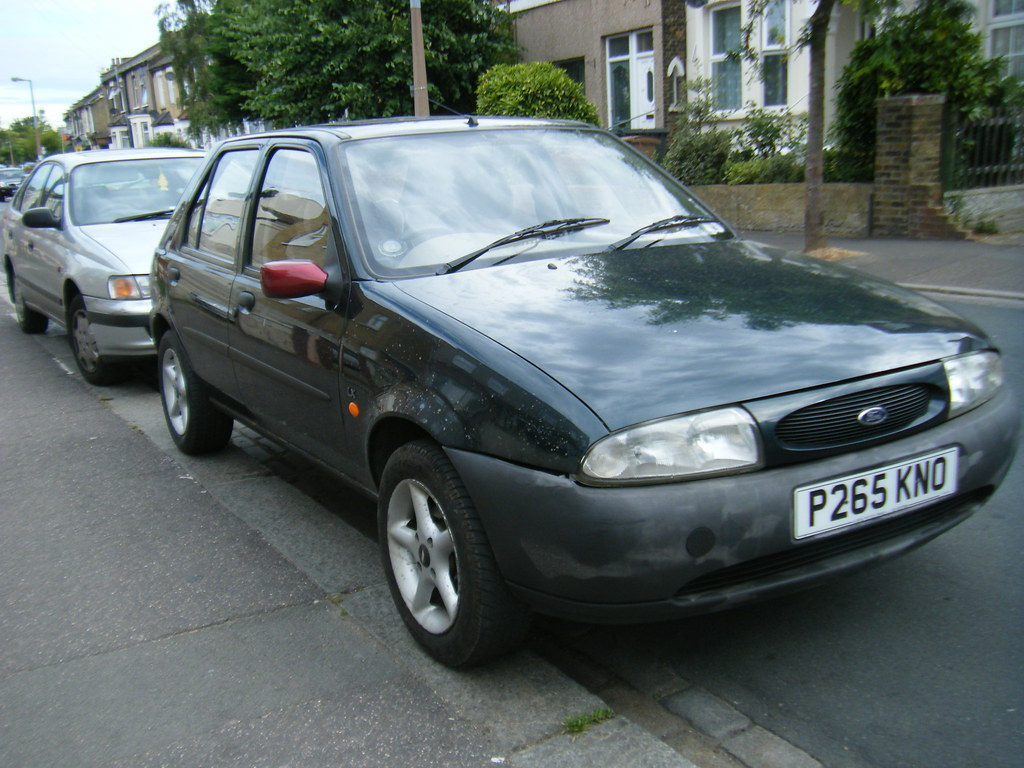 ford fiesta 1996 green with red wing mirror subtle. Black Bedroom Furniture Sets. Home Design Ideas