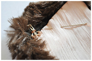 11.17.10 vintage flair: make a faux fur collar! | by elegant musings