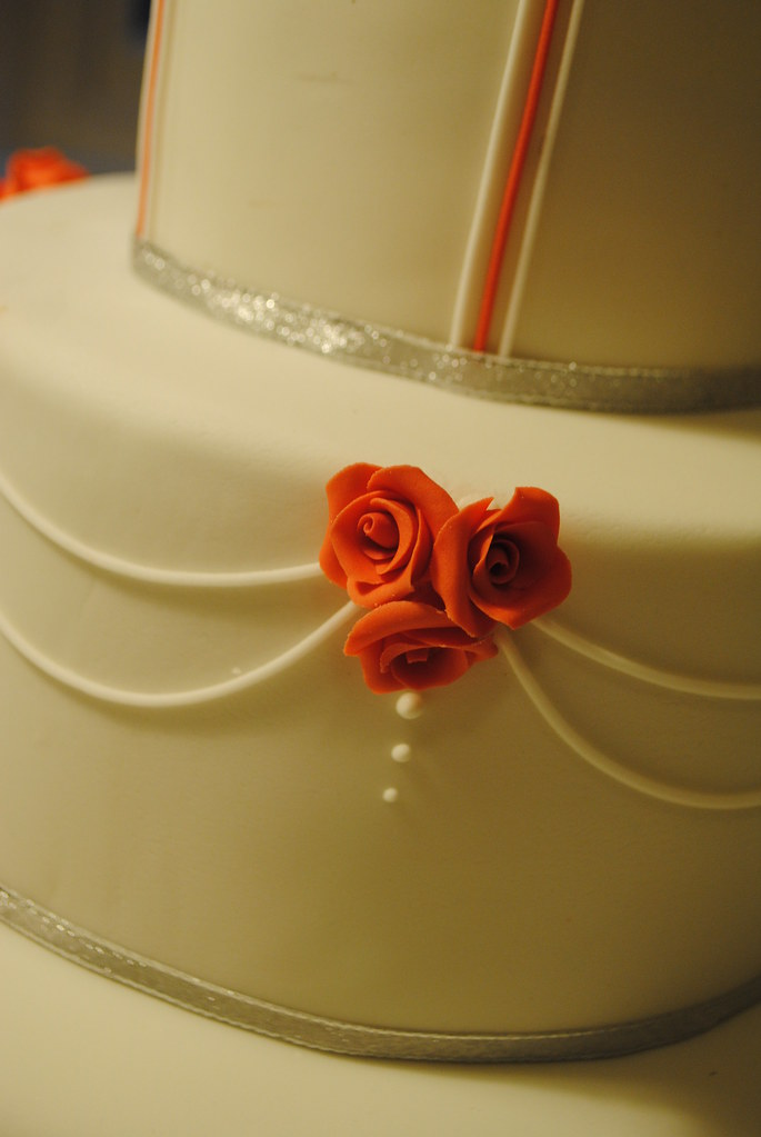 Scarlet rose wedding cake with silver and white | www.bathba… | Flickr