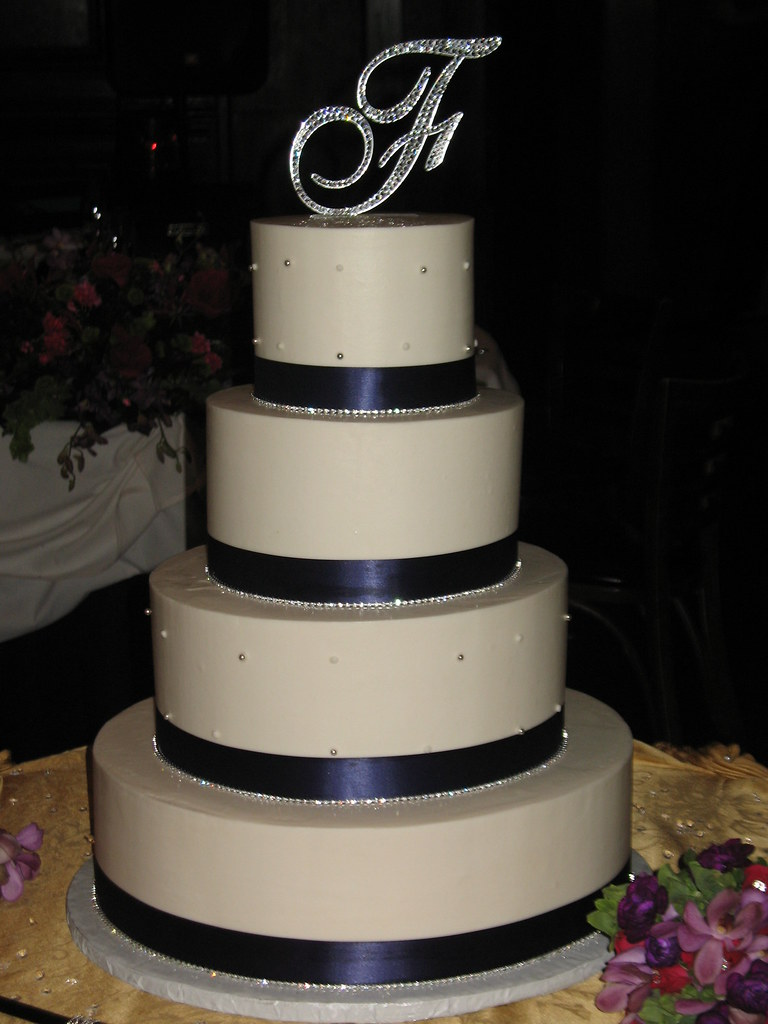 square wedding cakes with bling bling wedding cake www beautifulcakeschicago 20416