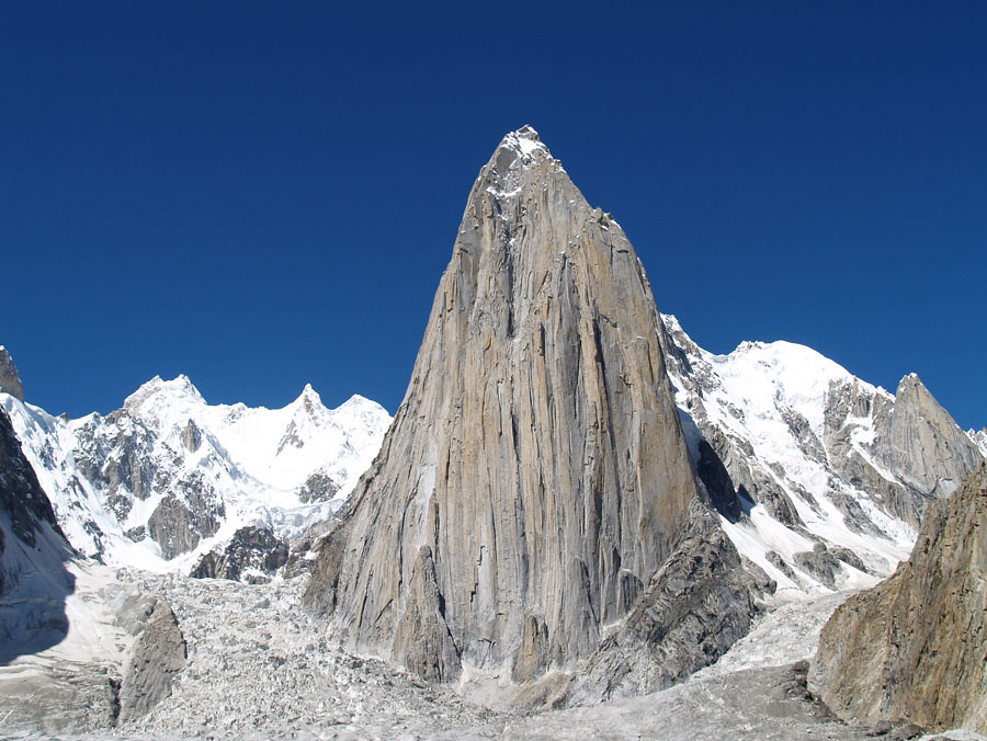 Shipton Spire Shipton Spire 5900m Is A Granite Tower