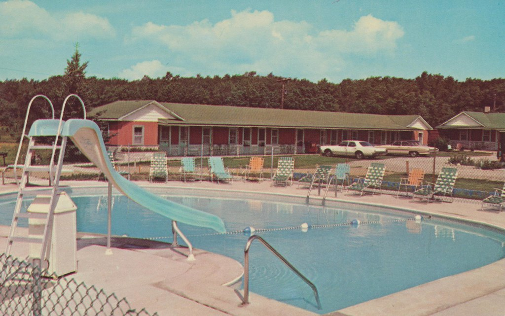 Redwood motor lodge roscommon michigan 1 2 mile from for Long lake motor inn