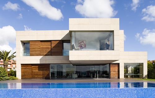 Vista frontal de fachada vista de vivienda en galicia - Rafael llamazares arquitecto ...