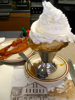 Penuche Sundae and Bacon for breakfast! | by Mod Betty / RetroRoadmap.com