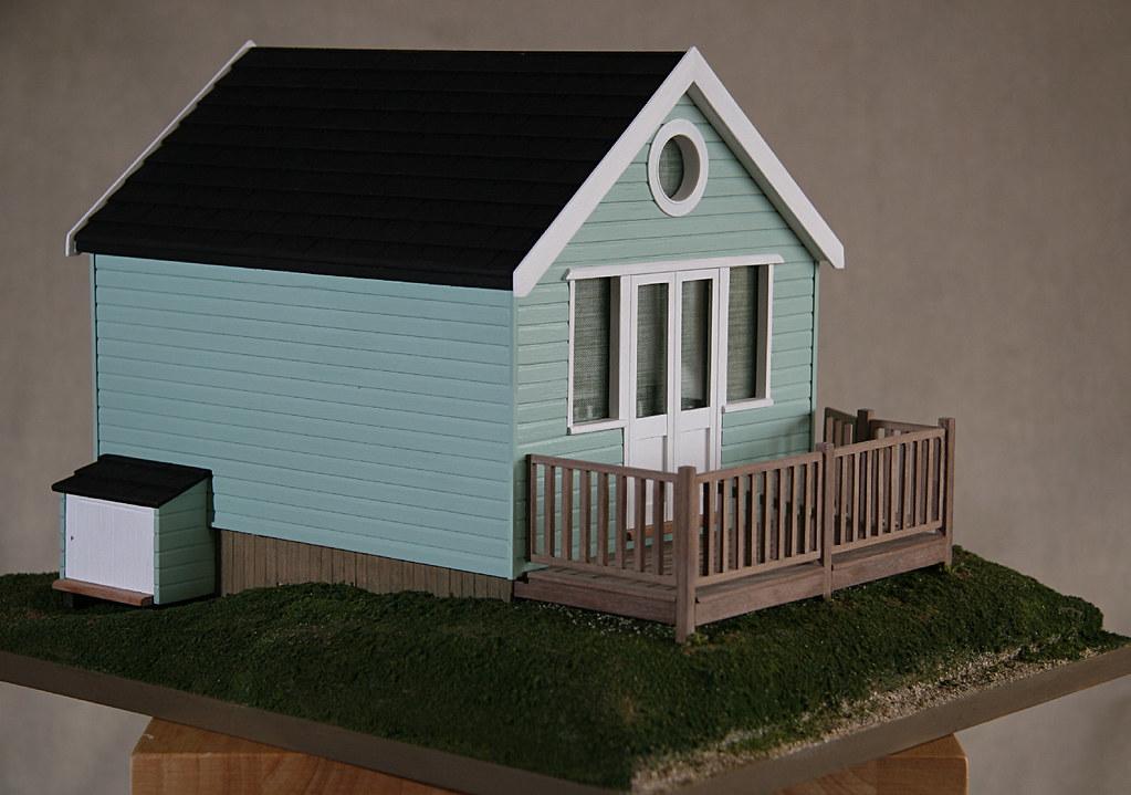 Beach hut mudeford scale model 1 20 replica of a beach for Model beach huts