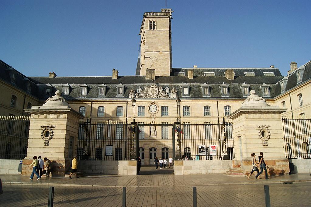 Mairie de dijon tour philippe le bon images for Le miroir dijon