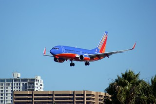 Southwest 737-7H4 landing at KSAN | by jerandsar