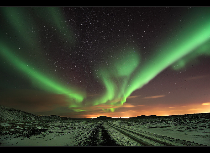 V Shaped Aurora Northern Lights At Reykjanes Iceland