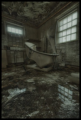 Gullwing Spa Bath | by Romany WG