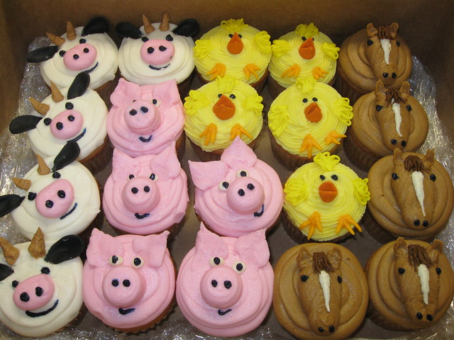 Easy Cow Cake Design : Farm Animal Cupcakes Flickr - Photo Sharing!