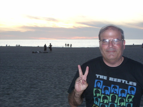 Jeffrey flashes the Peace sign at Venice Beach | by jeff_soffer
