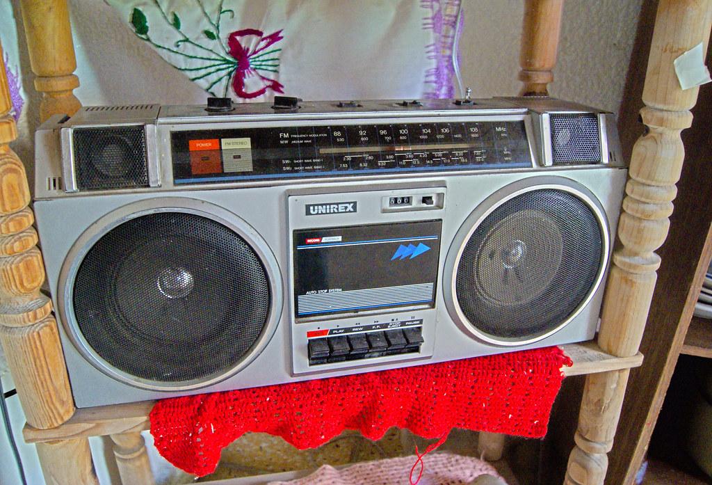 grabadora antigua de los 80 y 90s
