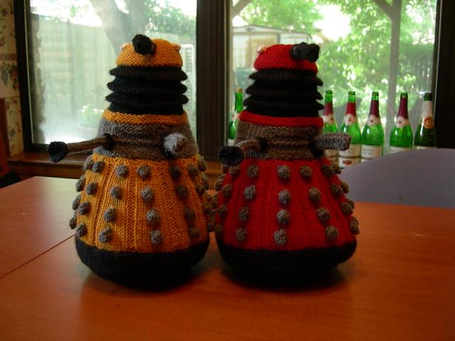 Free Baby Blanket Knitting Patterns Chunky Yarn : New Paradigm Daleks haloroundmyhead knits
