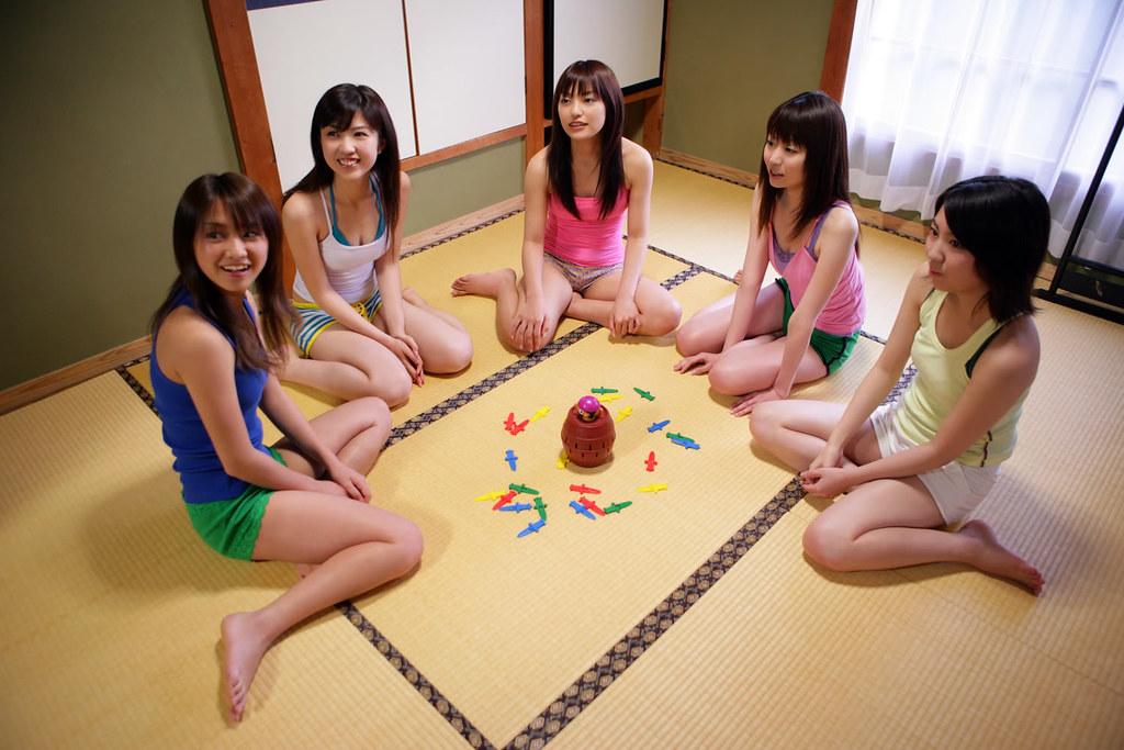1 white girl 4 black girls in reverse gangbang 1