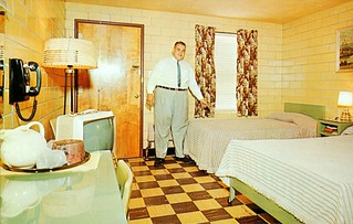 Del-Ray Motel - Indianapolis, Indiana | by The Cardboard America Archives