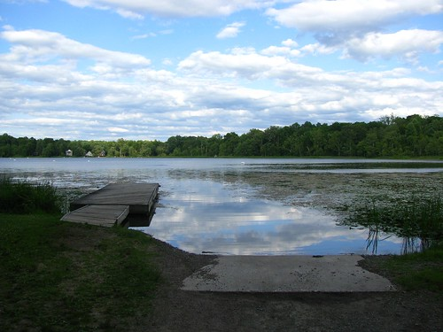 Little pier and boat launching ramp on Little Swartswood Lake, New Jersey | by Bogdan Migulski