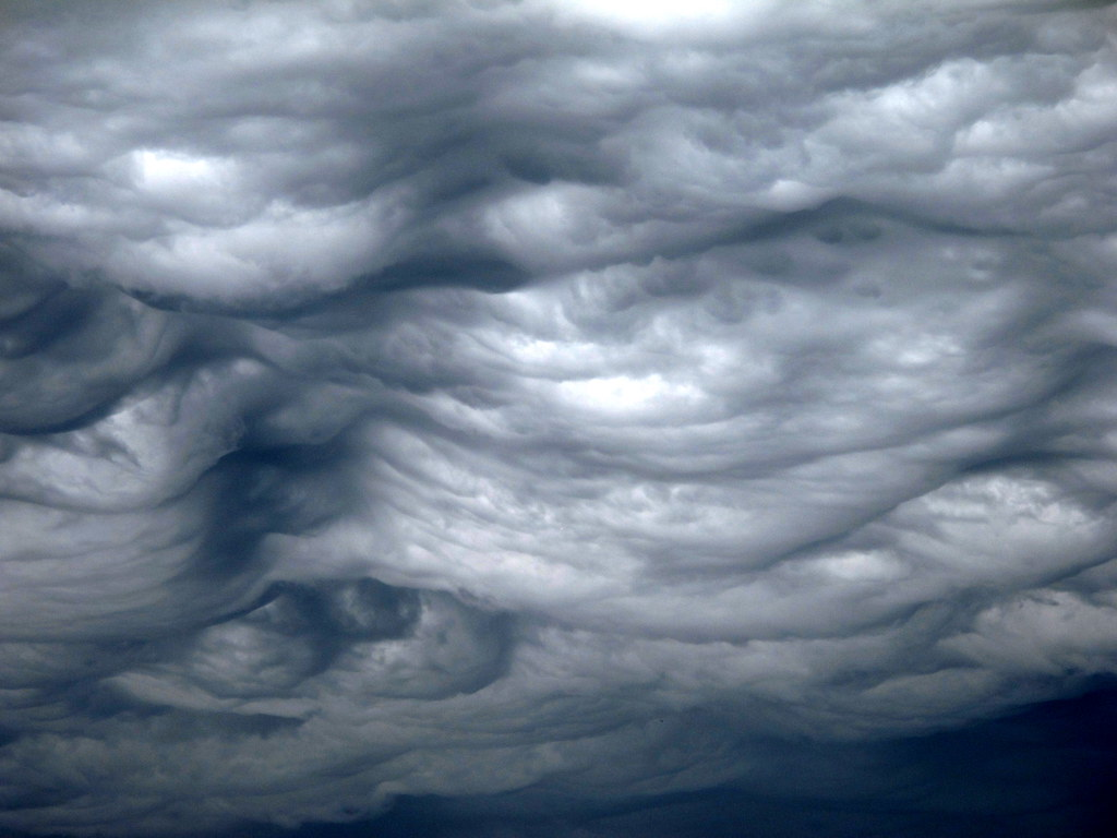 Asperatus Undulatus Clouds wallpaper