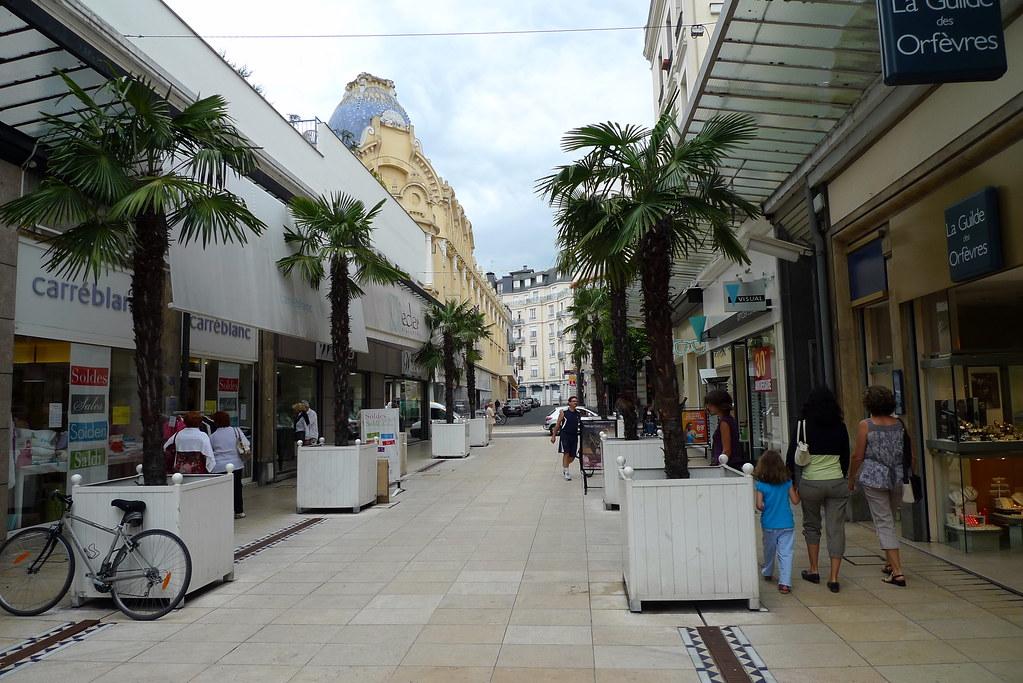 Rue pi tonne centre ville vichy fr03 jean louis for Centre rencontre courfaivre piscine