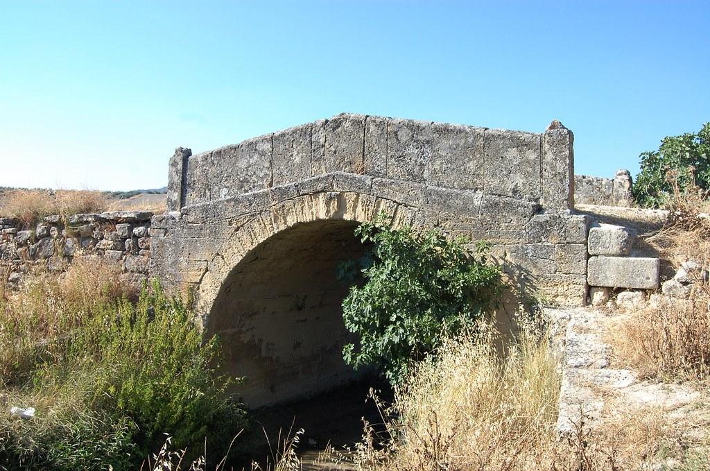 Puente romano alcal la real bajada del rio for Piscina cubierta alcala la real
