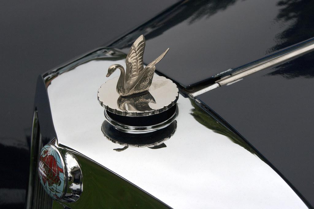 Heel Classic Car Show Triumph Logo And Swan 1947 Triumph Flickr