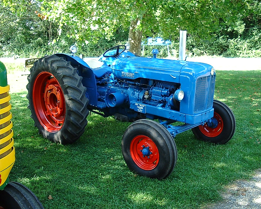 fordson super major with 4892482277 on Fordson 20major 20gallery in addition Veterantraktor additionally 222032107123 furthermore T1041 Fordson Super Major 4x4 as well 4892482277.