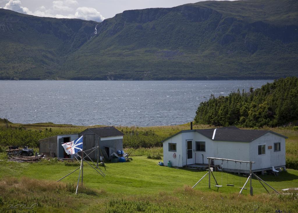 Wood 39 s island cabin bay of islands western newfoundland for Cabins in newfoundland