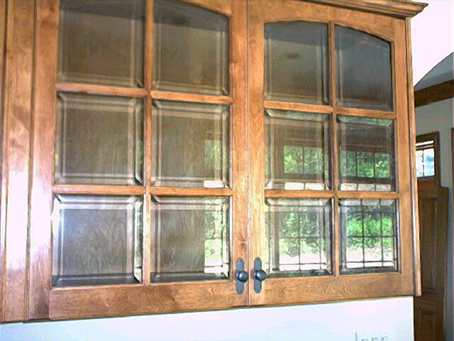 Beveled glass doors clear beveled glass in kitchen for Beveled glass kitchen cabinets