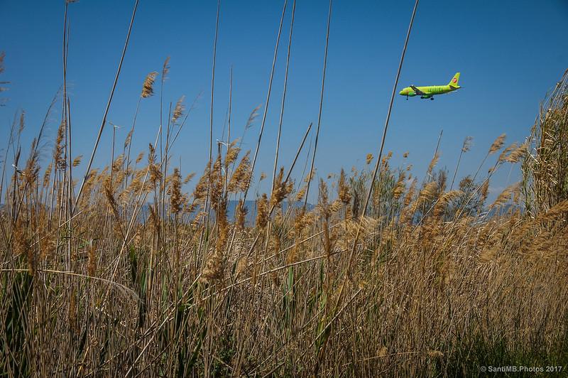 Avión dispuesto a aterrizar en el aeropuerto del Prat