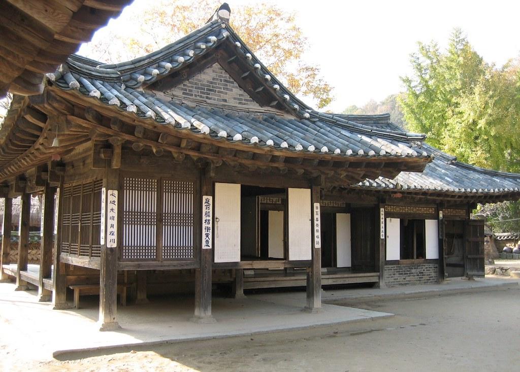 Elegant manor house korean folk village yongin south ko for Houses in south korea