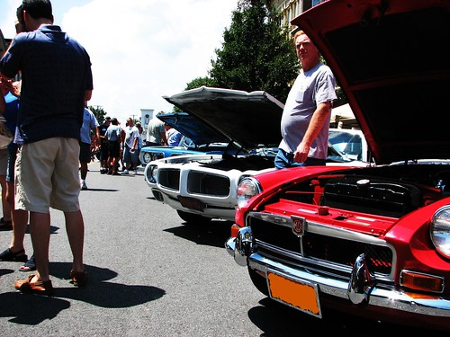 At The Car Show In 2010 I See A 1968 Barracuda An Early