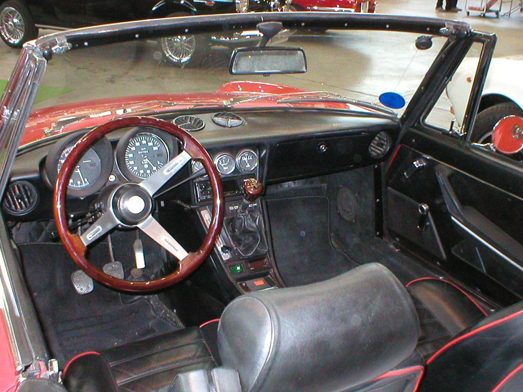 Alfa romeo 2000 spider veloce fastback series 2 coda tron for Interieur alfa spider 2000