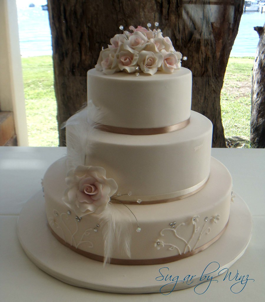 pretty wedding cake pretty wedding cake wedding cake with roses and 18731