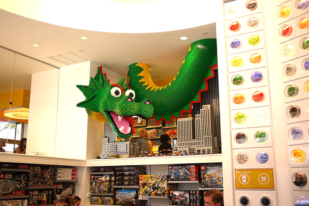 Lego shop, New York, august 2010 | Alecz Inca | Flickr