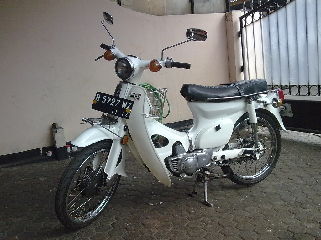 Honda C70 Honda C70 White Edition | Winsten Nelwan | Flickr