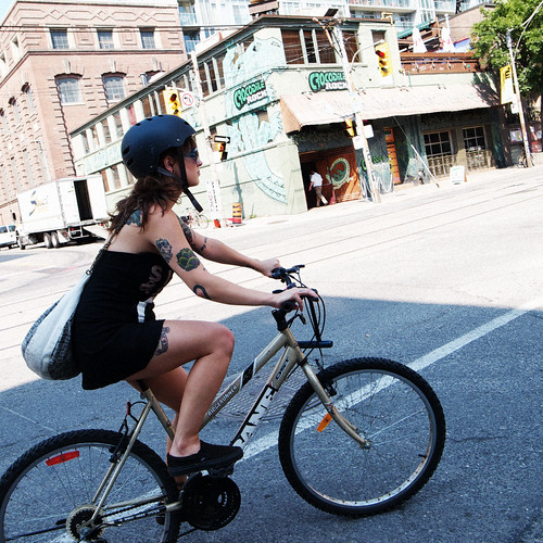 ... こんなダサい格好で自転車乗る