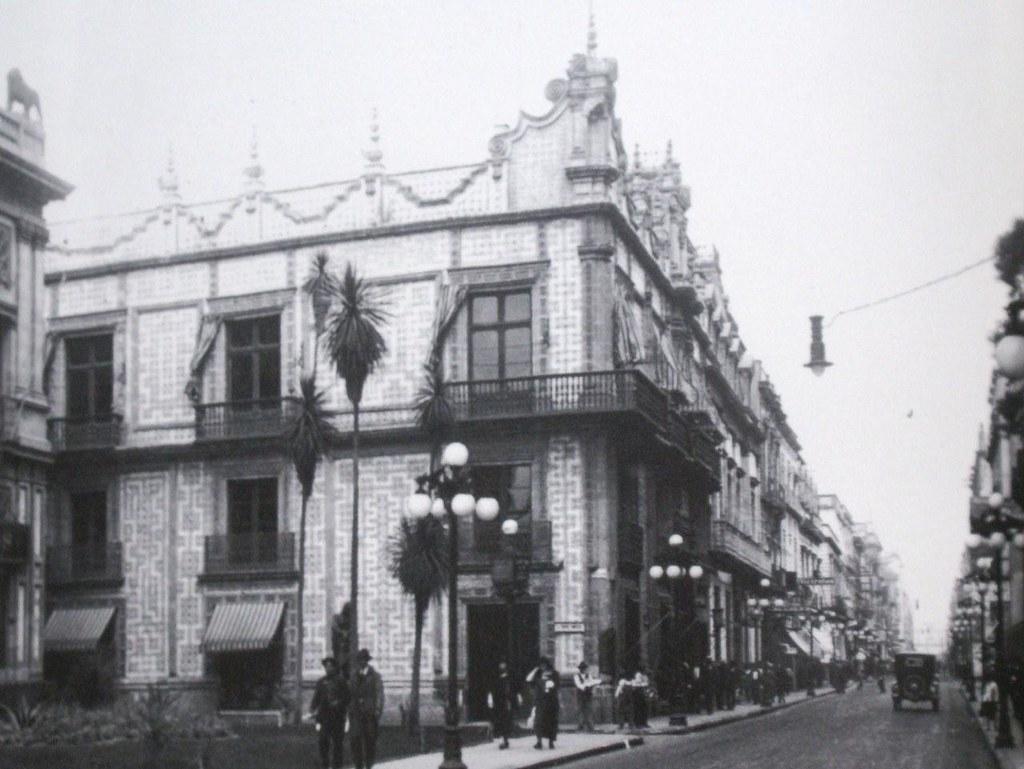 La casa de los condes la casa de los condes del valle de for Casa de azulejos en valencia
