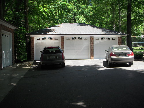 Front view of 3 car garage this garage has plenty of for Garage md auto