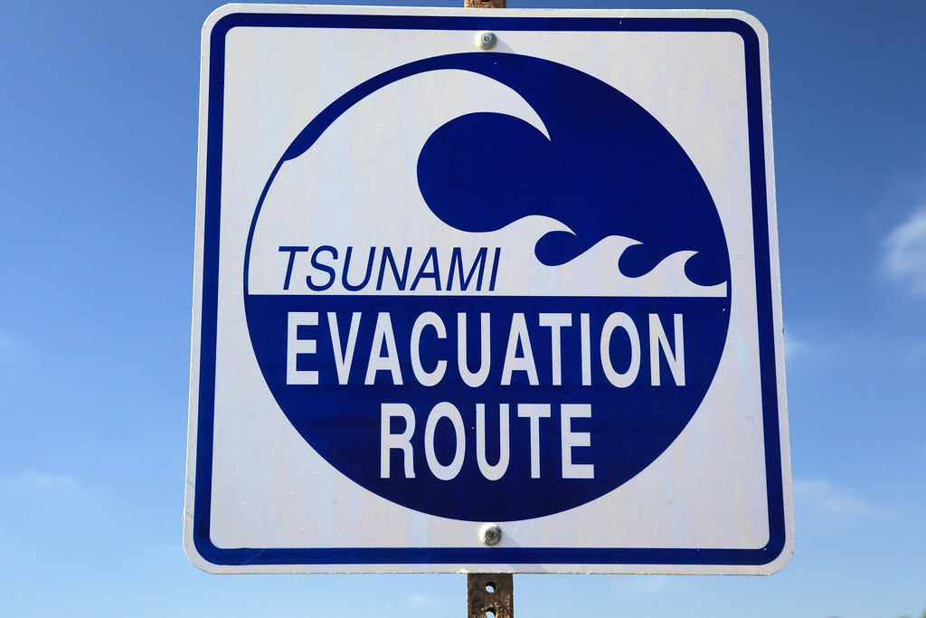 tsunami evacuation route this sign is on the roadway