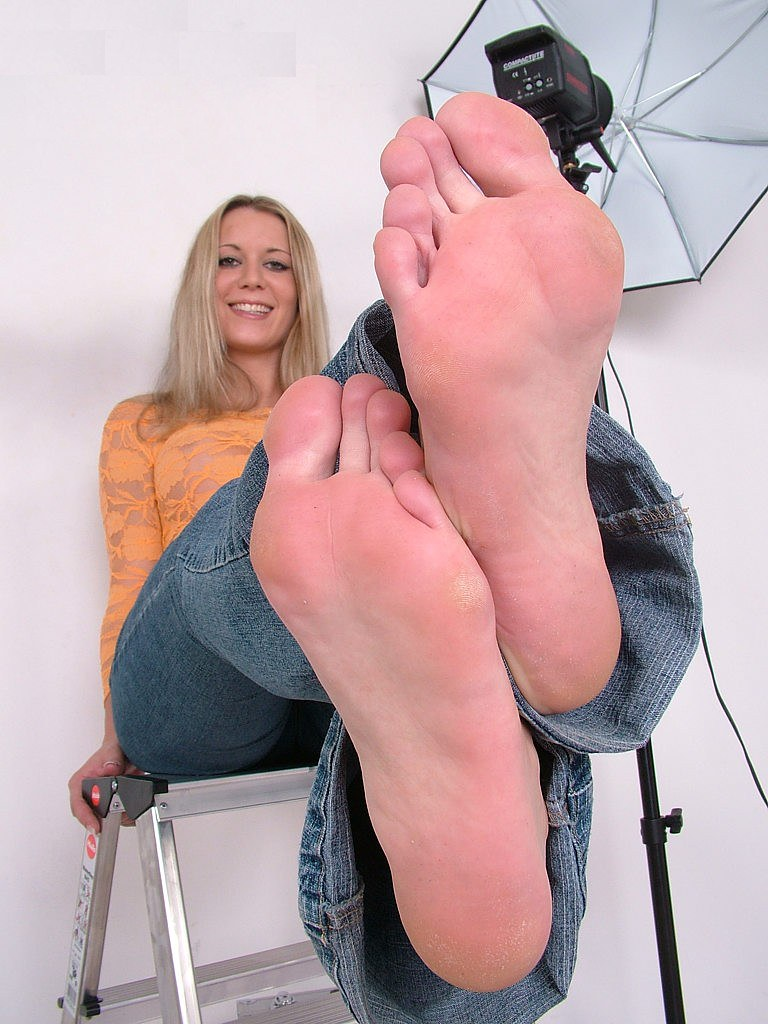 Kinky MILF Cayenne Klein in white pantyhose gives a foot job gets toes licked  569828