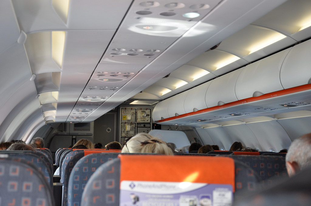 """[09:08] + 01' 01"""" ..easyJet A320 cabin. 