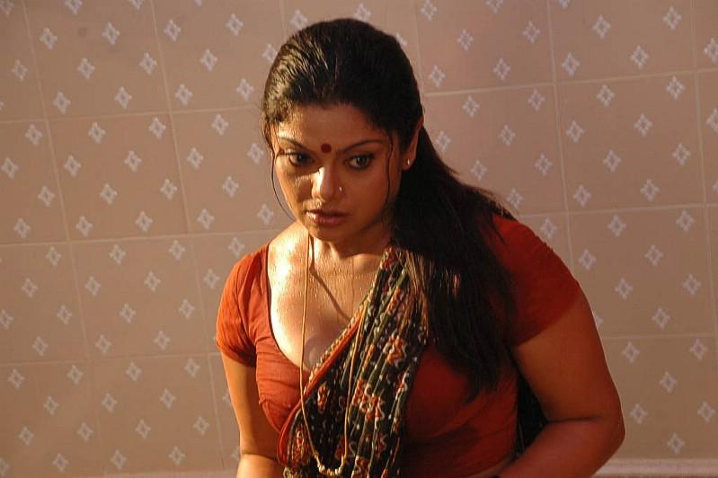 Mallu Aunty  Tamil-Movie-Actress-Picsblogspotcom -2216